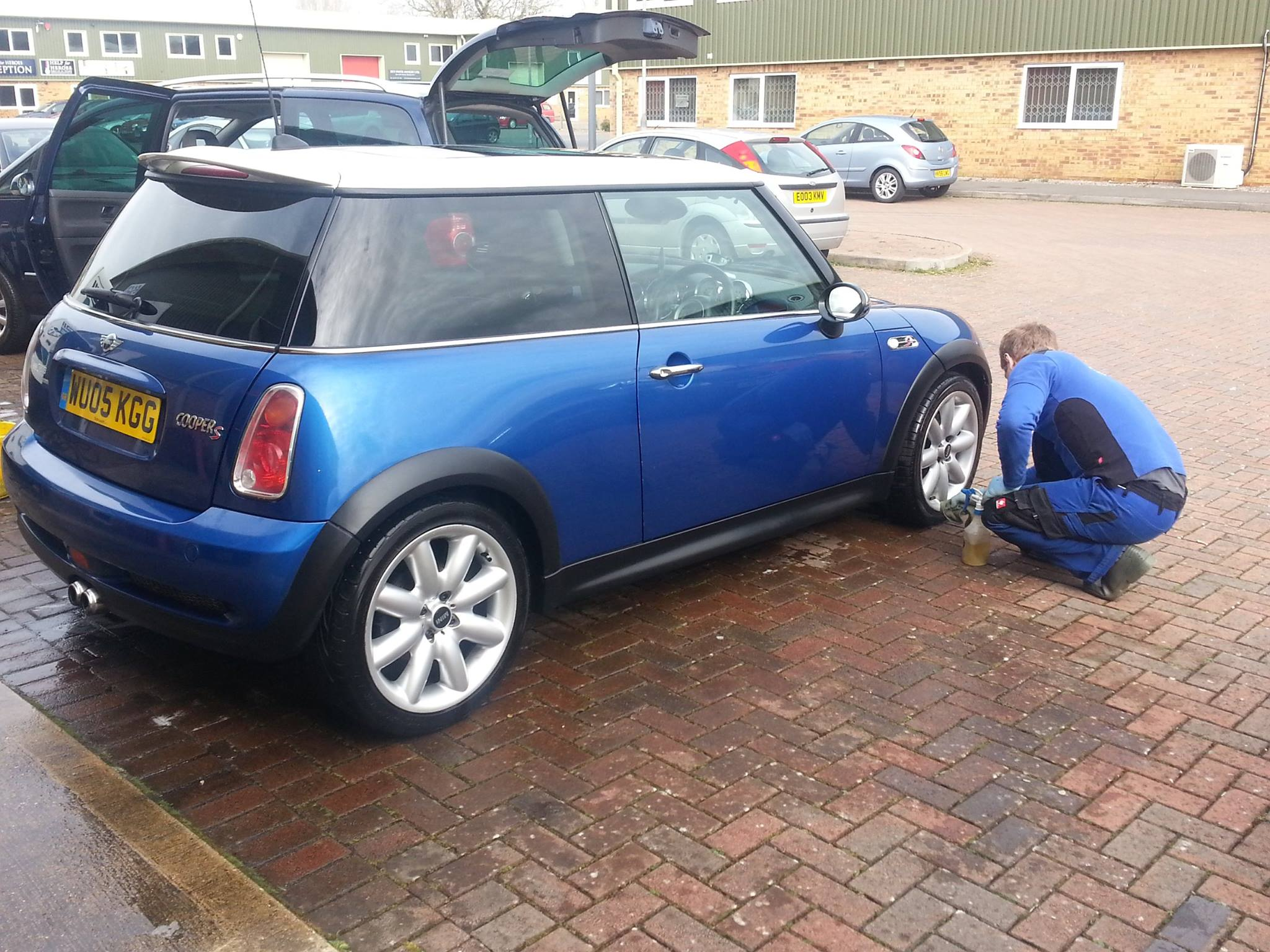 Cleaning the alloy wheels on this car in Shaftesbury